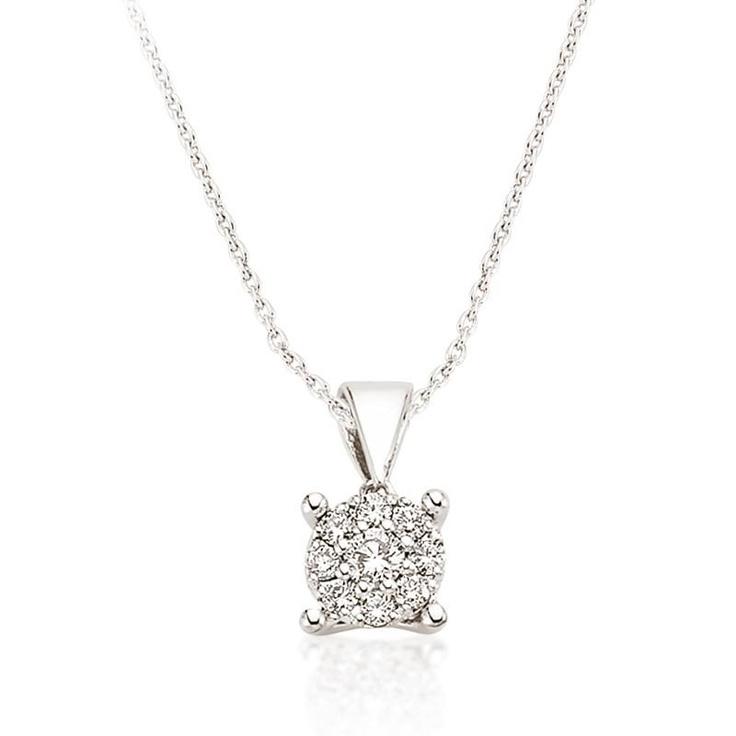 Pandantivul LRY253 surprinde prin montarea diamantelor in forma circulara, pentru un efect deosebit. Pretul pandantivului LRY253 din aur alb 18K si diamante este 2592 lei.   http://www.bijuteriilarosa.ro/bijuterii-cu-diamant/pandantive/pandantiv-lry253
