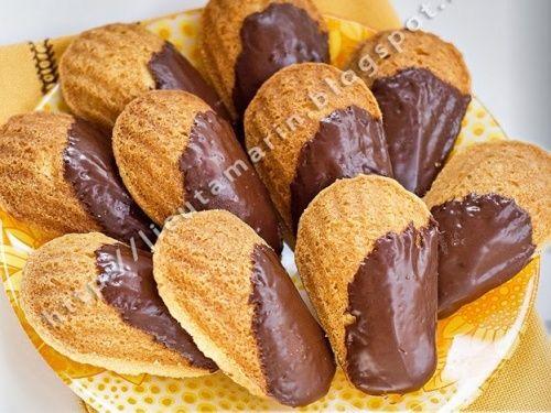 Madlene cu ciocolata - http://www.gustos.ro/retete-culinare/madlene-cu-ciocolata.html