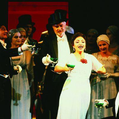 Cristina Gallardo-Domás in La traviata, directed by Günter Krämer. Premiere: 25 July 1993 in the Nationaltheater     #opera #Verdi #LaTraviata #Munich #singing    © Wilfried Hösl