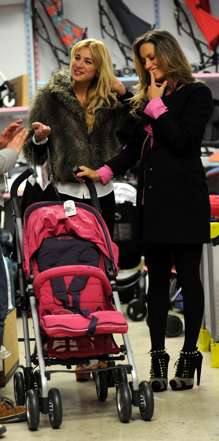 spotted: Argentine singer and songwriter buying our CYBEX Onyx #CYBEX #buggy #stroller