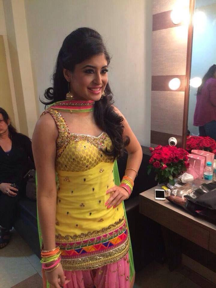 Kritika Kamra In Punjabi Suit