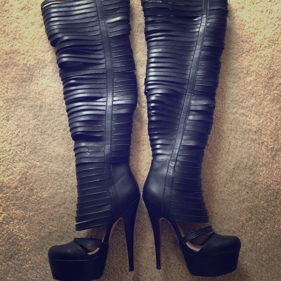 Zigi SoHo thigh high boots So sad to let them go I wear an 8 now, and I only got to wear these twice, these are 7.5 Zigi Soho Shoes Over the Knee Boots