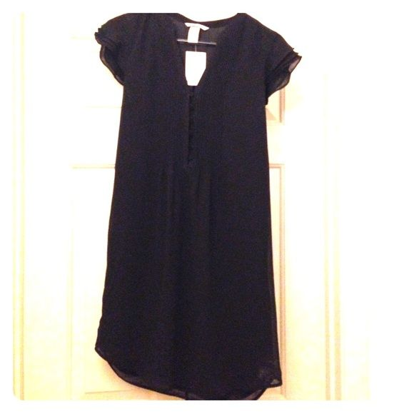 15% off bundles NWT H&M Dress Black H&M dress with button up bust. Super cute. Full lining with overlay in a size 6. NWT. H&M Dresses