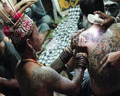 Ini Dia Suku dengan Tradisi TATO tertua di Dunia