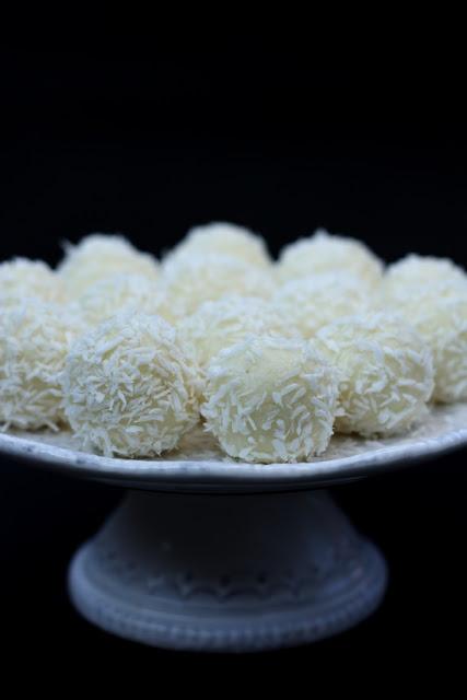 Homemade Raffaello Coconut Balls
