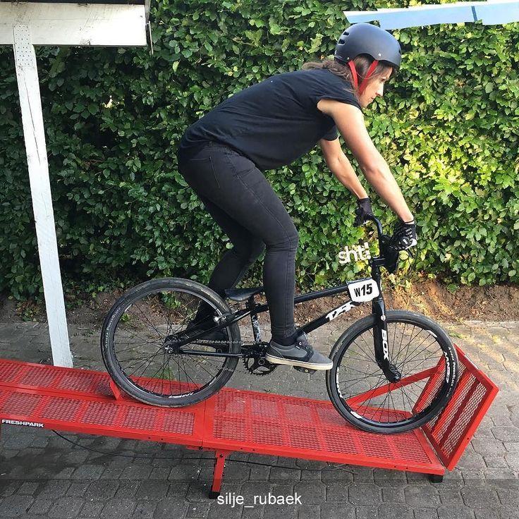 #Repost @silje_rubaek Saturday evening = gate training in the driveway #dwbtoftshit #roskildebmx #freshpark #faststart #bringiton -///- #bmx #bmxlife #bmxrace #bmxracing