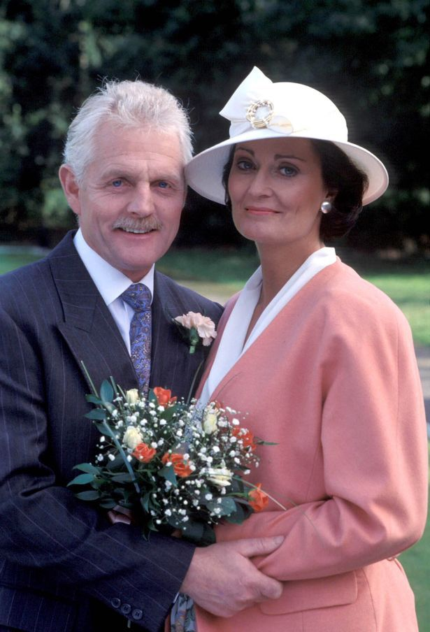 Itv Emmerdale: Eric Pollard commits bigamy & married Elizabeth in 1992. (function() { if (typeof ord=='undef