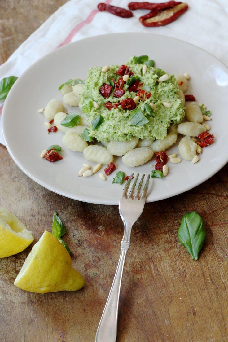 Gnocchi met broccolipesto - vegan, Italiaans, heerlijk en ook nog eens heel makkelijk.