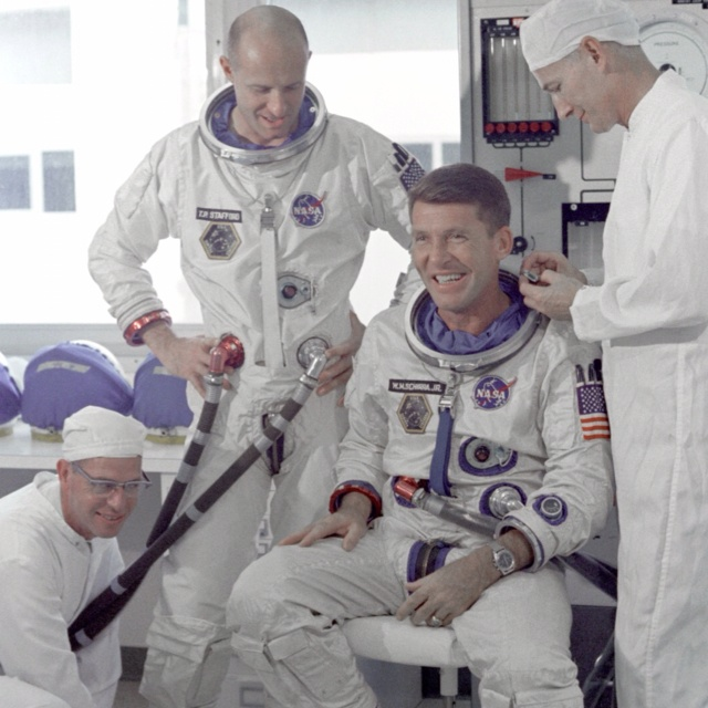 Apollo 14 Astronauts Suiting Up - Pics about space