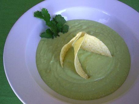 Sopa de frijoles blancos (alubias) con aguacate. Avocado and white bean soup