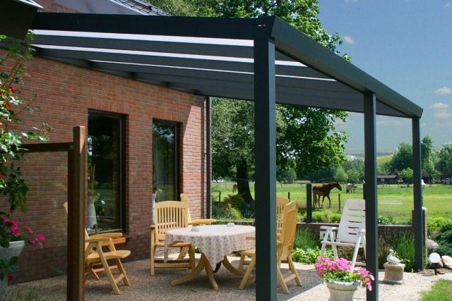toiture transparente pour terrasse avec cadre en aluminium noir