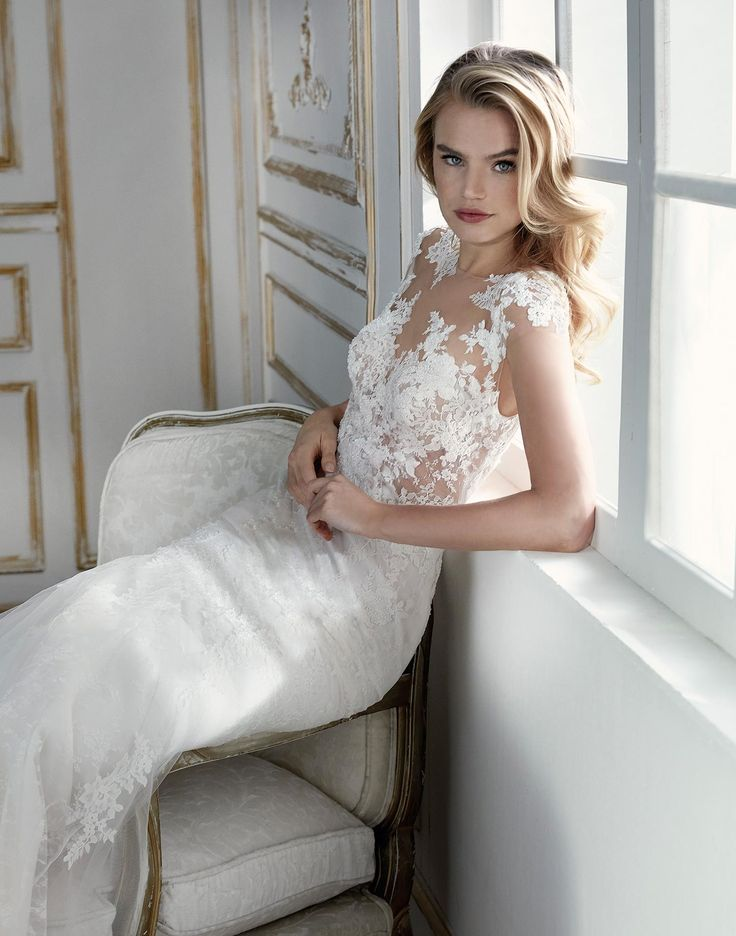 PARAGUY // A gorgeous lace wedding dress with soft cap sleeves and dreamy tulle skirt