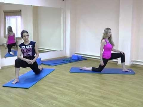 """Рубрика """"Фитнес-микс"""": упражнения на растяжку мышц передней поверхности бедра - YouTube"""