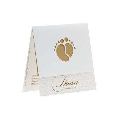 Wit kaartje met uitgekapte voetjes en bruin barokmotief (583.053) www.buromac.com