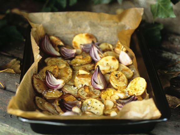 Blechkartoffeln ist ein Rezept mit frischen Zutaten aus der Kategorie Wurzelgemüse. Probieren Sie dieses und weitere Rezepte von EAT SMARTER!