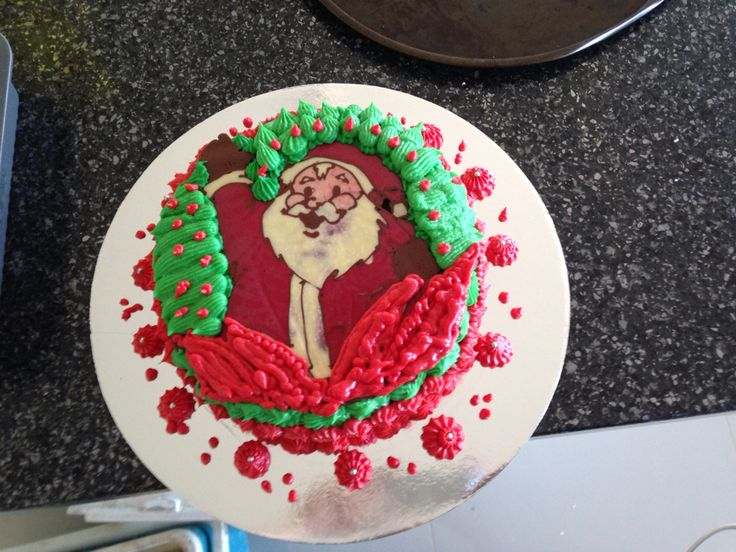 My finished christmas cake... Yay!  #gettingbetter #goodpractice