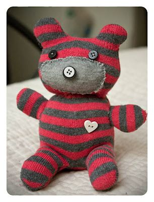 HOW TO MAKE A SOCK TEDDY BEAR--great idea for those fav socks that went missing a mate!Nx