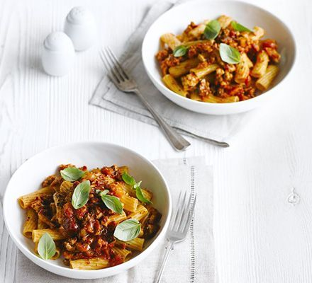 Swap your usual beef mince with turkey to reduce the fat content of this classic Italian sauce and serve with wholemeal pasta