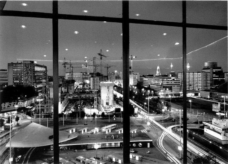 Rotterdam - Weena, vanuit Kriterion (bioscoop Groothandelsgebouw ) 1989