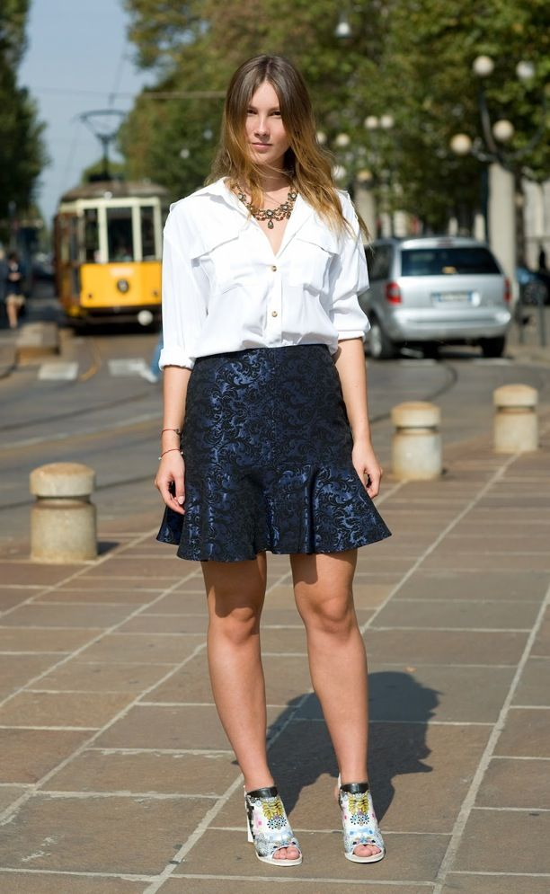 STREET STYLE STATEMENT NECKLACE WHITE TOP A LINE NAVY BLUE SKIRT MILAN STREET STYLE VOGUE UK WHITE UTILITY SHIRT LAYERED NECKLACE TRUMPET HEM JACQUARD SKIRT PRINT COLOR SANDALS Angelica Ardasheva