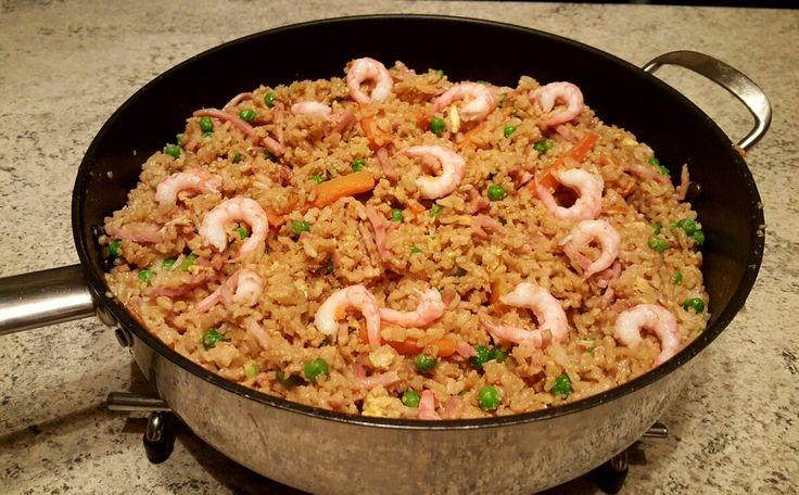 Kinesisk stekt ris med skinke,erter, reker og gulrot (matfrabunnenfb.blogg.no)