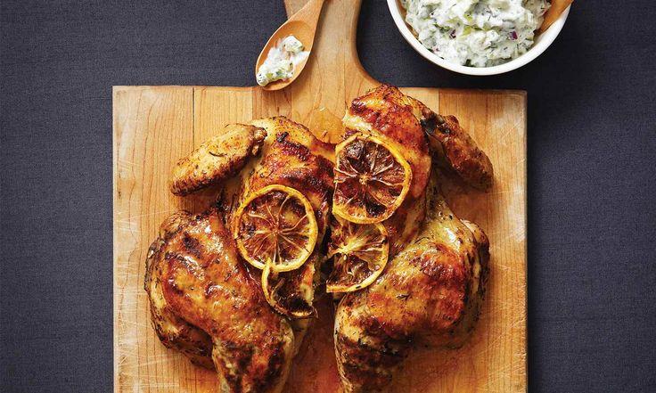 Cette recette digne d'un prix jumèle le goût délicieux du poulet rôti aux fines herbes au tzatziki fait maison.  | Le Poulet du Québec