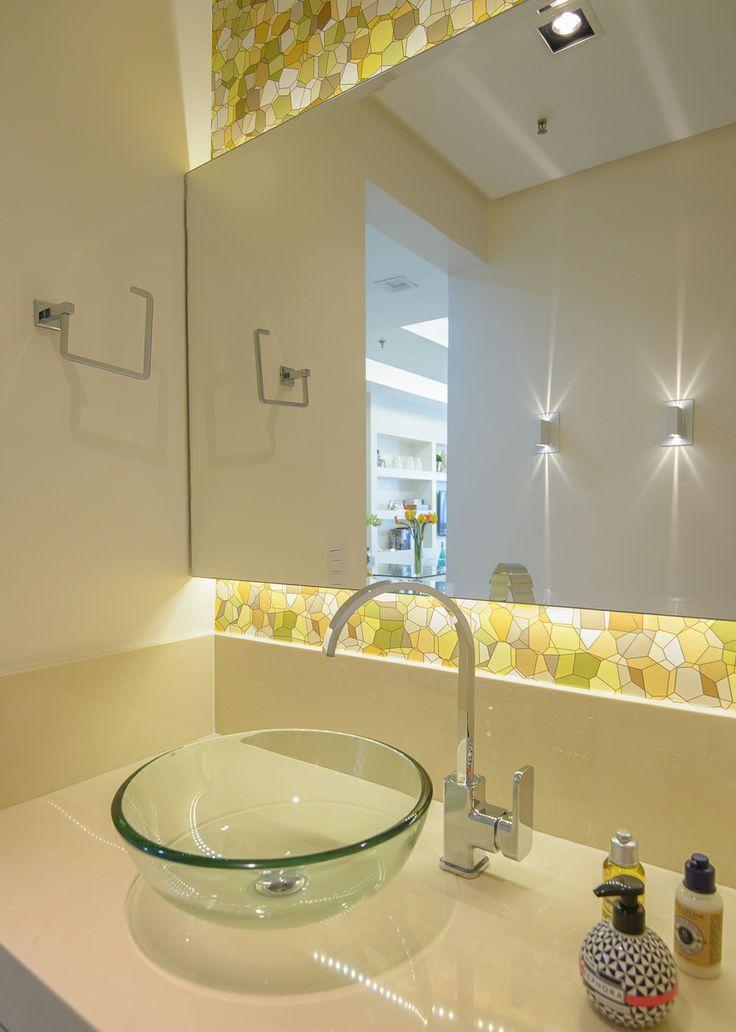Compacta, mas bem resolvida. Veja: http://casadevalentina.com.br/projetos/detalhes/uma-morada-compacta,-mas-bem-resolvida-570 #decor #decoracao #interior #design #casa #home #house #idea #ideia #detalhes #details #modern #moderno #style #estilo #casadevalentina #bathroom #banheiro #lavabo
