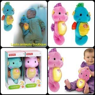 Mainan berbentuk kuda laut yang boleh mengeluarkan muzik dan lampu . sesuai untuk bayi anda.