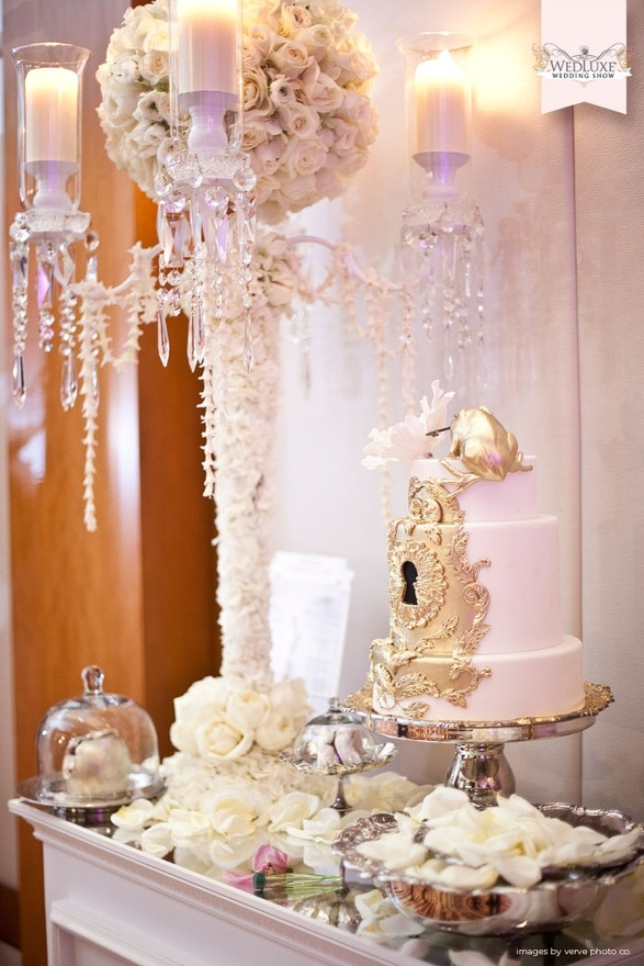 1000 images about lock them in cake on pinterest for Wedding cake table decorations