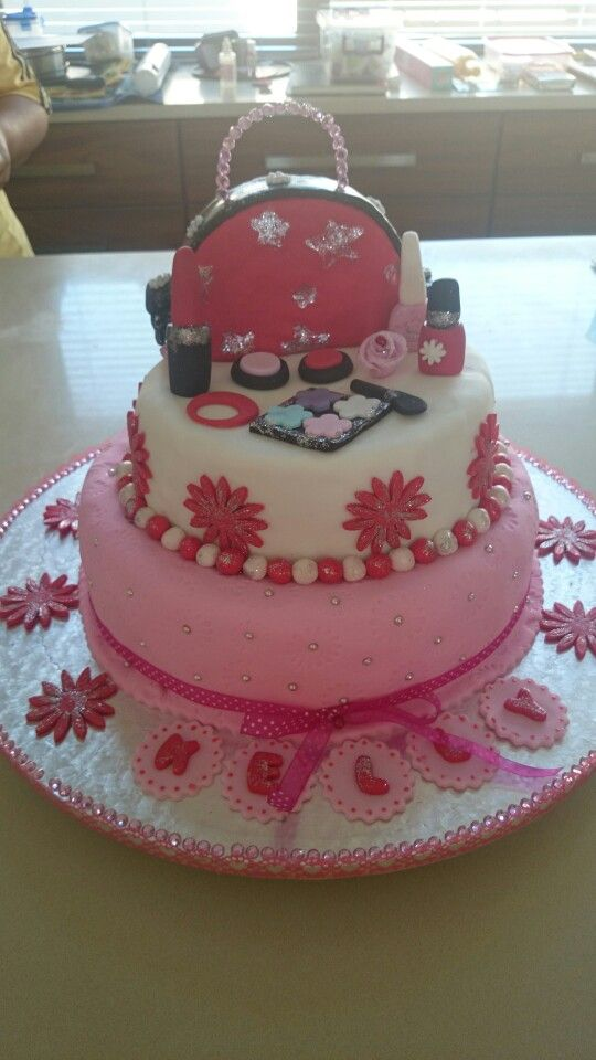 Pamper party cake for 9yr