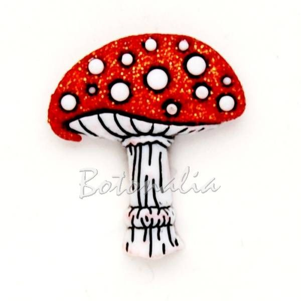 Botón con forma de Seta Roja de 22 mm. Lleva un poco de glitter en la parte roja. Fabricado por Dress-It-Up, vendido suelto. Para crear ese bosque de cuento de hadas.