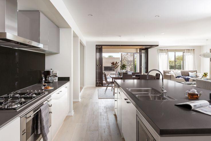 Monterey 33: Kitchen, Living