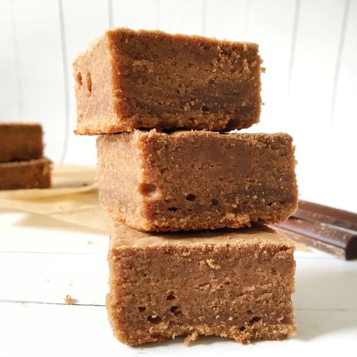 "Hmmmmm Marroni! Diesmal packen wir Marroni-Pürree in locker-luftige Brownies – sooooo yummie! Ich liebe den schweizer Klassiker ""Vermicelles"" ja sowieso heiss & innig, w…"