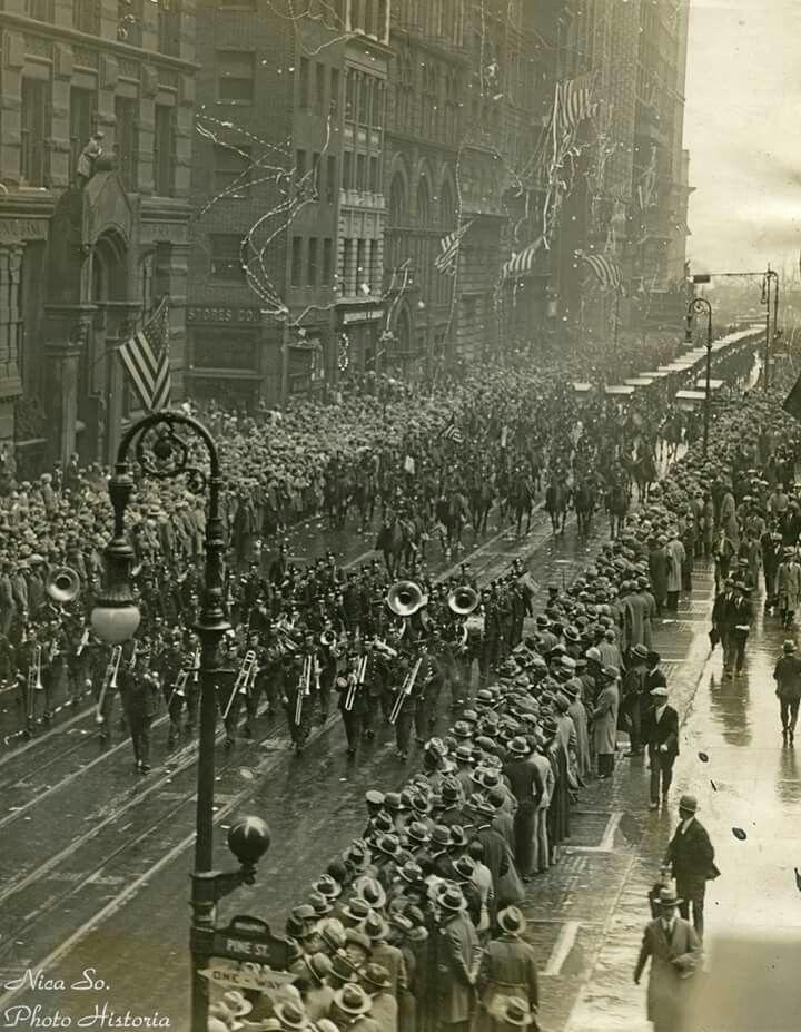 Regina Maria în vizită la New York -15 Noiembrie 1926, pe Broadway