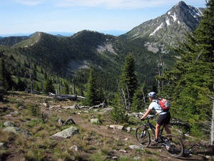 Seven summits trail is 30.4 km of singletrack connecting the peaks of the Rossland Range in BC. Another ride for the wish list.