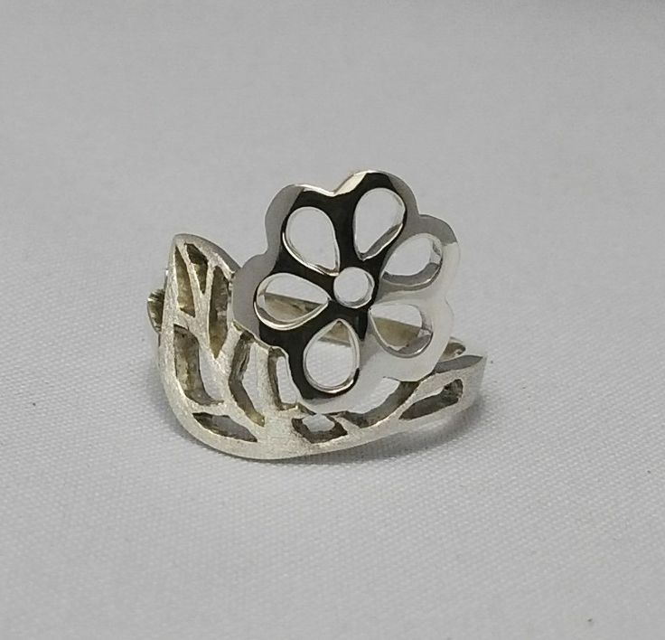 Sterling silver exquisite flower rng