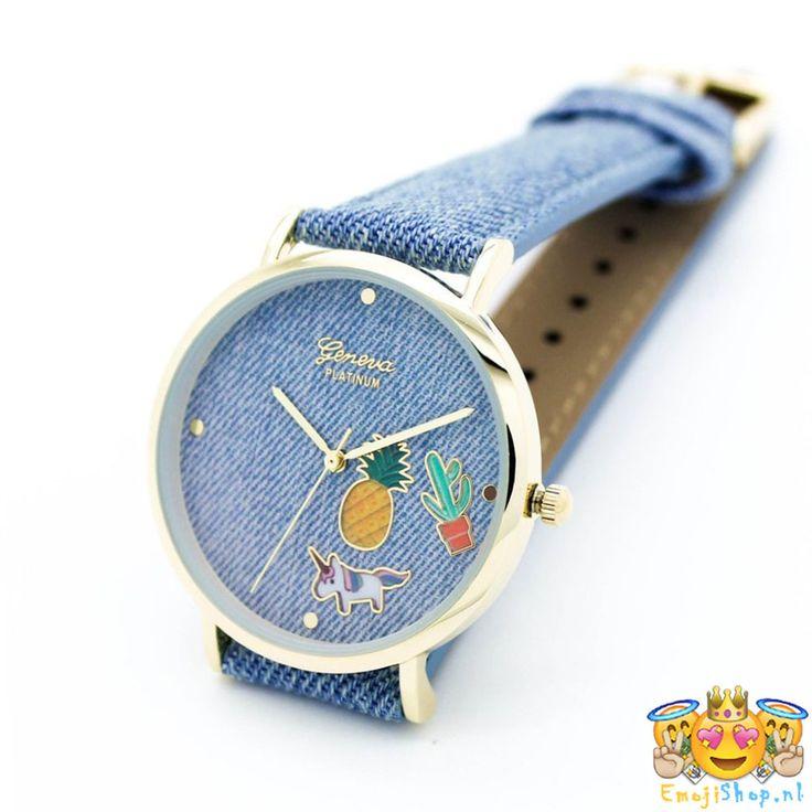 Met dit superleuke Licht Denim Look Emoji Horloge draag je altijd jouw favoriete Emoji bij je!  Dit leuke quartz horloge van het bekende merk Geneva Platinum heeft een PU lederen band, goudkleurige kast en een wijzerplaat die versierd is met een Unicorn, Pineapple en Cactus, en heeft een goudkleurige onderverdeling. De band en wijzerplaat is voorzien van een licht Denim motief.