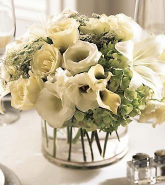 Bruidsboeket met groene hortensia, anamoon en rozen.. > vraag ernaar bij een van de Meisjes..
