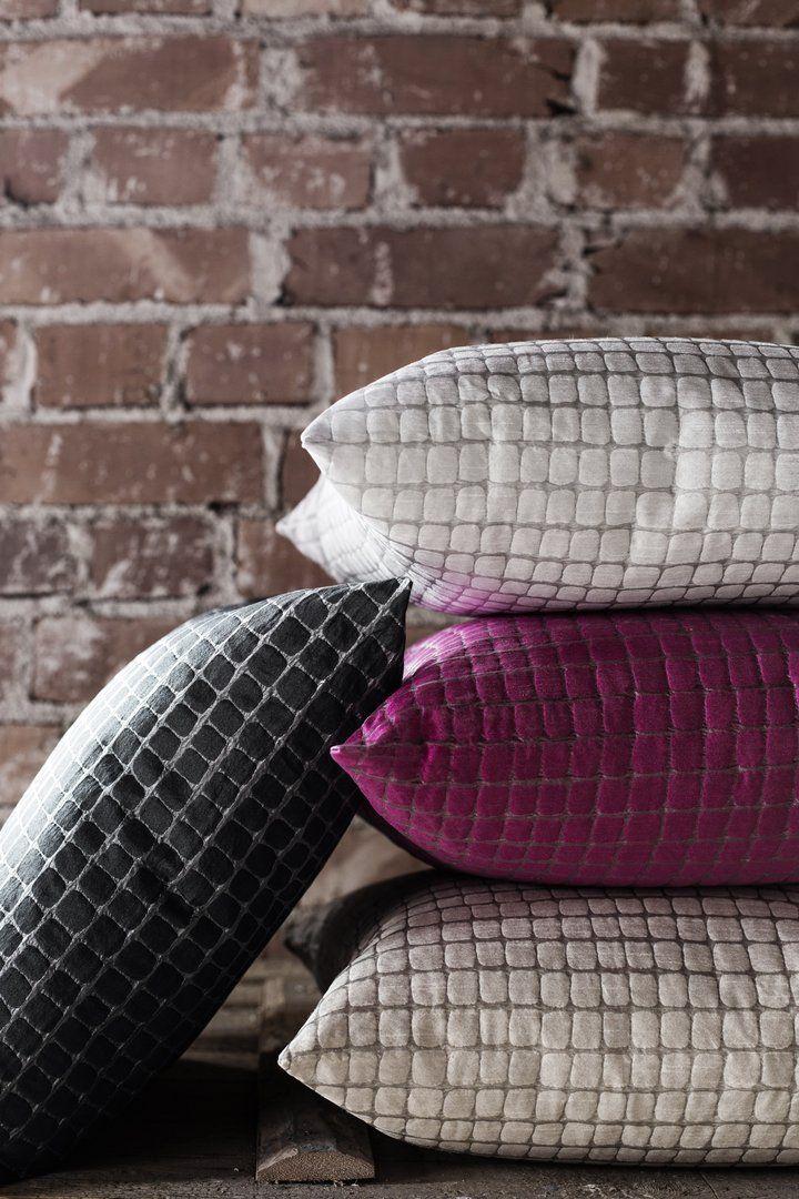 Kimaltelevan kaunista. Hile-koristetyynyt tuovat luksusta. #lennol #glitter #cushion