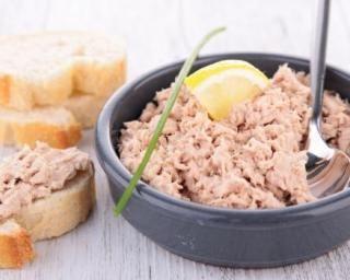 Rillettes express au saumon : http://www.fourchette-et-bikini.fr/recettes/recettes-minceur/rillettes-express-au-saumon.html