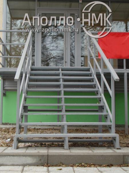 Лестница с решетчатым настилом