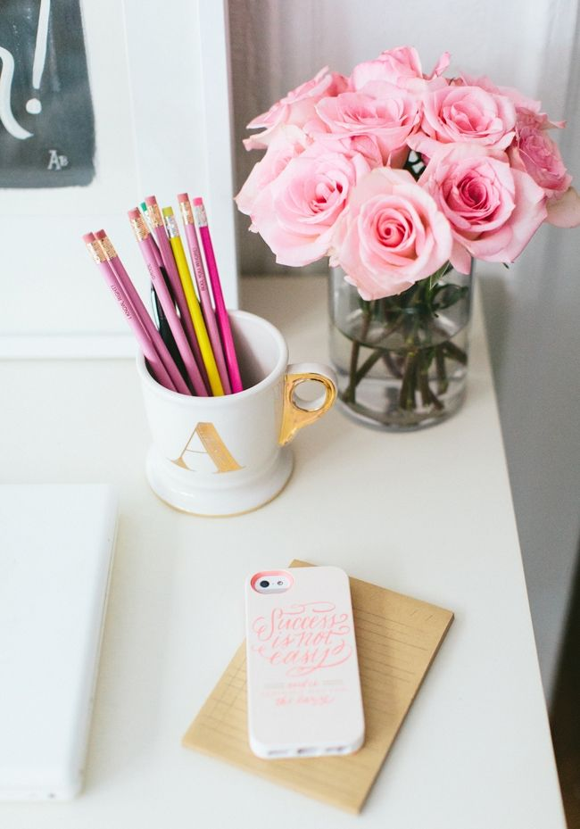 Add some fresh roses to your office this week - Fizz56 Dream Room Makeover: Winner's Home Tour #theeverygirl #roses #styling