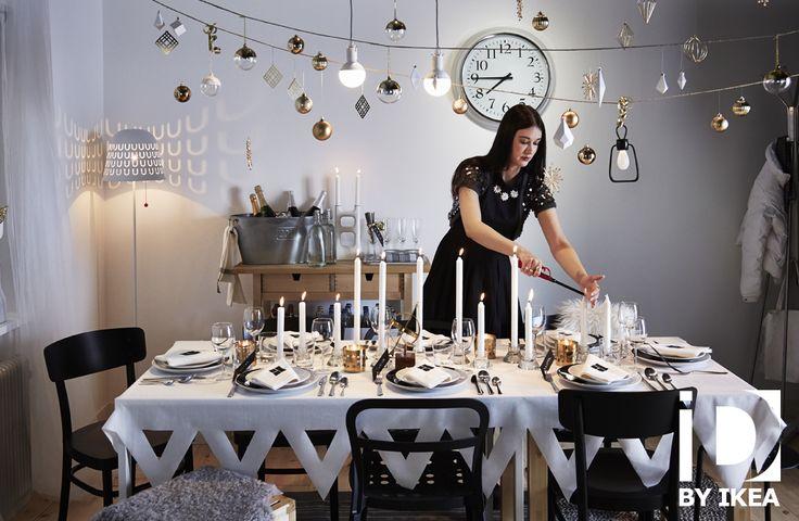 Vous n'en faites jamais de trop. Plus on ajoute des décorations de Noël, plus on se sent dans l'esprit des fêtes de fin d'année. Lampe IKEA PS 2014  #IKEABE #idéeIKEA #àtable