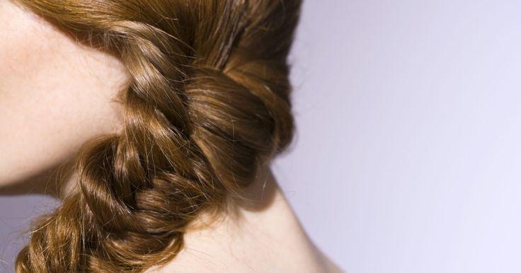Peinados tradicionales mexicanos. Hoy en día, los peinados de las mujeres mexicanas son tan variados como los peinados de las americanas, pero hay algunos cortes de pelo que se consideran tradicionalmente mexicanos. Las mujeres mexicanas, por tradición, tienen el pelo largo, y ya que pasan mucho tiempo al aire libre en el clima cálido de México, los peinados tradicionales reflejan ...