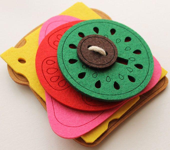 Nauka zapinania guzików | Kanapka z filcu