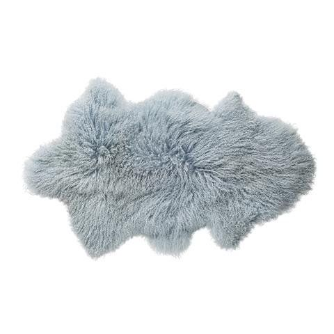 Bloomingville kleed  ijsblauw  Mooi kleed van schapenvacht gekleurd in het ijsblauw van Bloomingville.  materiaal: schapenvacht kleur: ijsblauw afmeting: 50 x 90 cm.