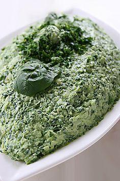 Annem bu salatayı Berrin teyzede görmüş. (Berrin teyzenin bir de mor lahana salatası vardı sitede) Asıl tarifte mayonez olduğu için ben o halini yazacağım ama bizimkinde annem mayonez kullanmak yerine zeytinyağını 1 yemek kaşığı arttırdı. Malzemeler: 300gr ıspanak yaprağı, ayıklanmış...
