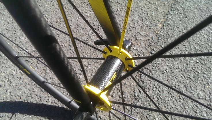 Familiar, proven design Ksyrium hub but with yellow detailing