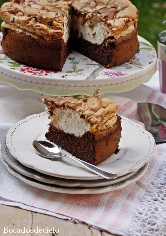 """Esta es una tarta deesas tartas""""especiales"""" que merece la pena probar.No lleva ni pizca de harina,la base es de huevos y chocol..."""