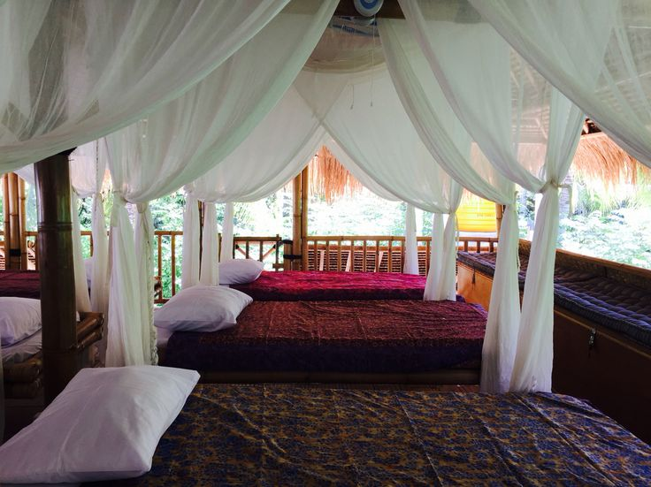 Swinging beds in the Bamboo Lodge at Captain Coconuts Gili Air